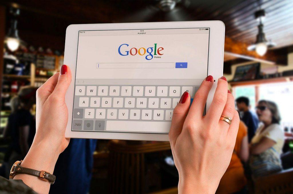 Comment laisser un avis sur Google ? Une bonne gestion des commentaires et avis sous les fiches Google